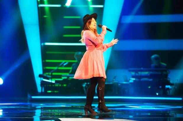 12677412-jaclyn-bradley-palmer-sings-on-the-voice-of-holland