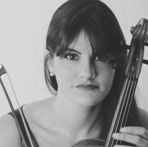 -SarahElizabethHaines.violin headshot 300xjpg